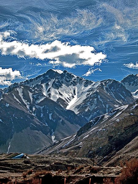 Cordillera_de_Los_Andes_Cerro_Tolosa_Mendoza_Argentina.jpg